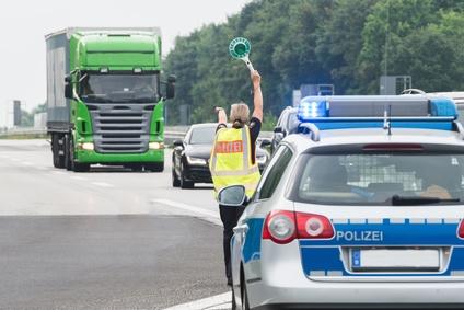 Polizei kontrolliert gezielt Überholverbote, Handynutzungen und Geschwindigkeitsüberschreitungen